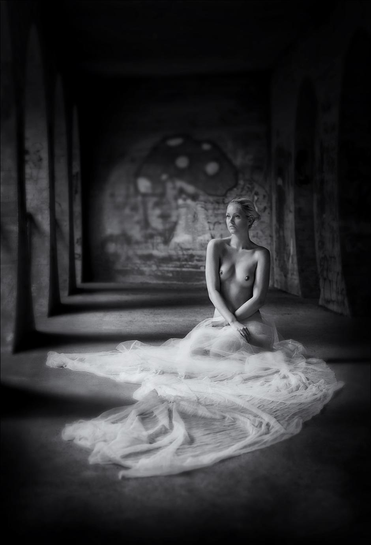 Girl with veil 0419MCT